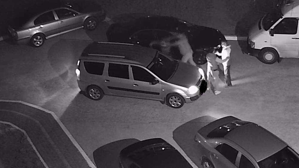 В Брянске разбили автомобиль во время уличной драки