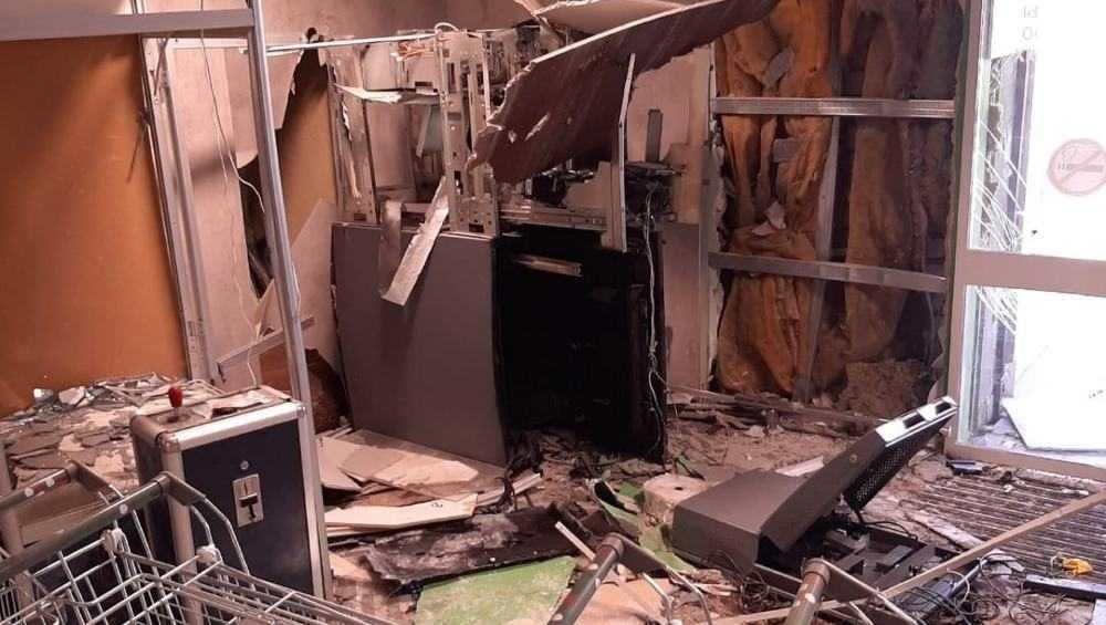 В Белых Берегах преступники взорвали банкомат в магазине