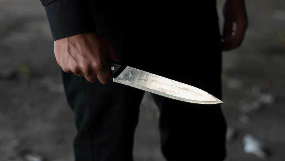 В офисе Новозыбкова брянец набросился с ножом на мужчину