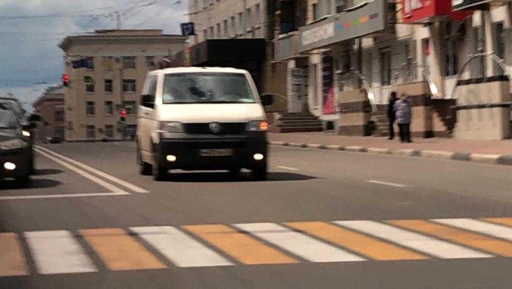 Брянского водителя накажут за пересечение двух сплошных линий
