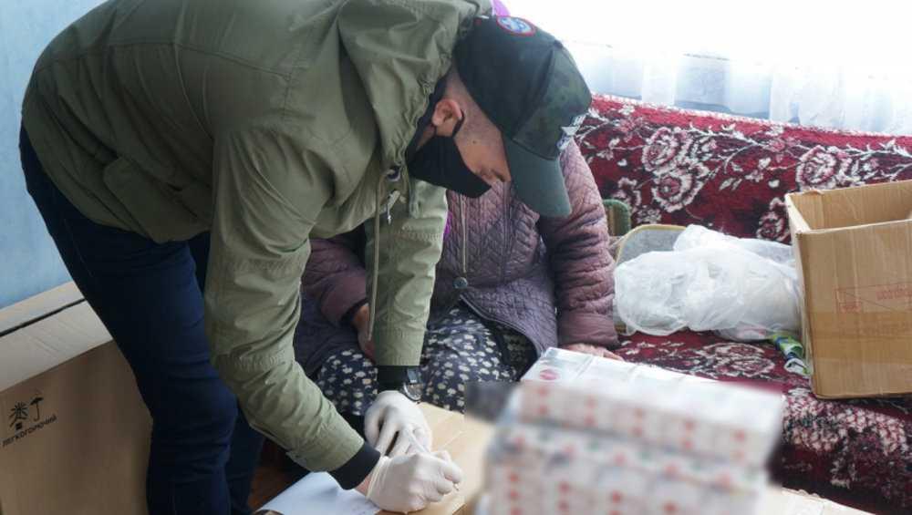 Брянские полицейские задержали с поличным продавцов поддельных сигарет