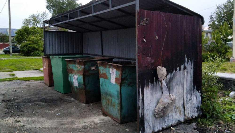 В Брянске проявили смекалку в борьбе с падающей конструкцией