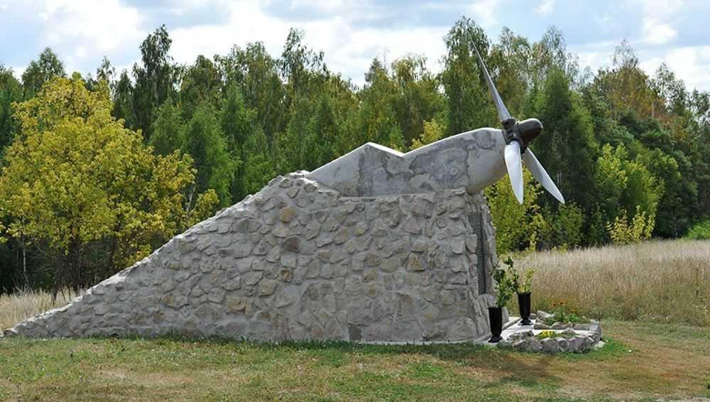 В Брянской области воздвигли памятник с винтом от самолета Ил−2