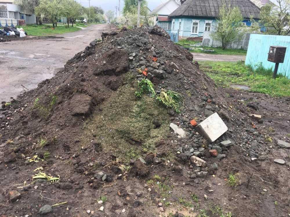 Жители улицы Правды в Брянске потребовали убрать мусор после ремонта дороги