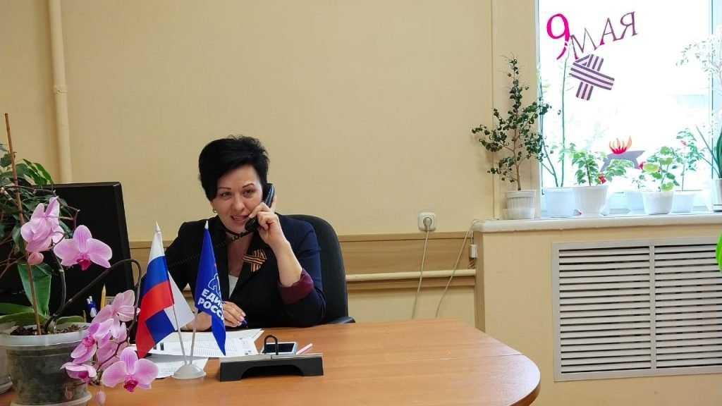 Валентина Миронова поздравила ветеранов с Днём Победы по телефону