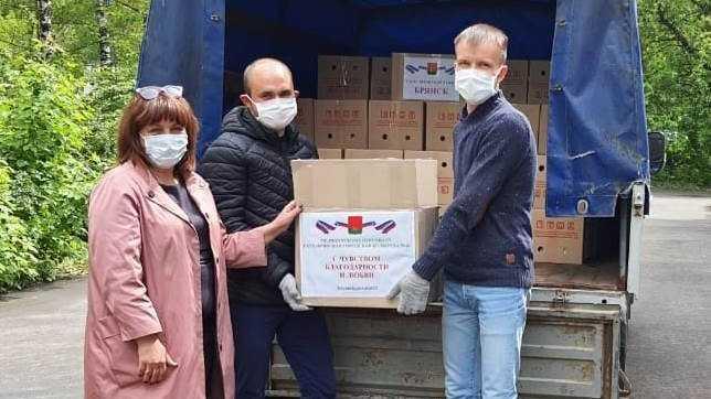 Депутаты Брянского горсовета передали продуктовые наборы для медиков городской больницы №4