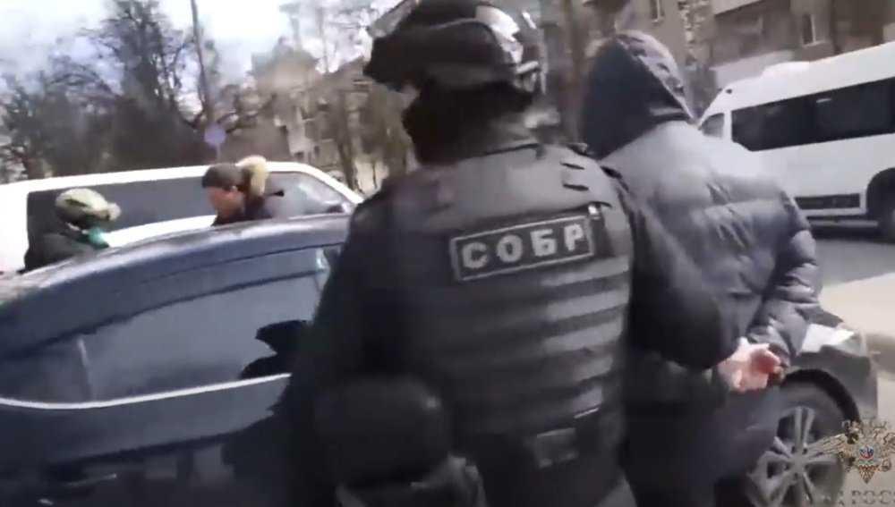 В Брянской области полиция задержала торговцев валютой на 8 млн рублей