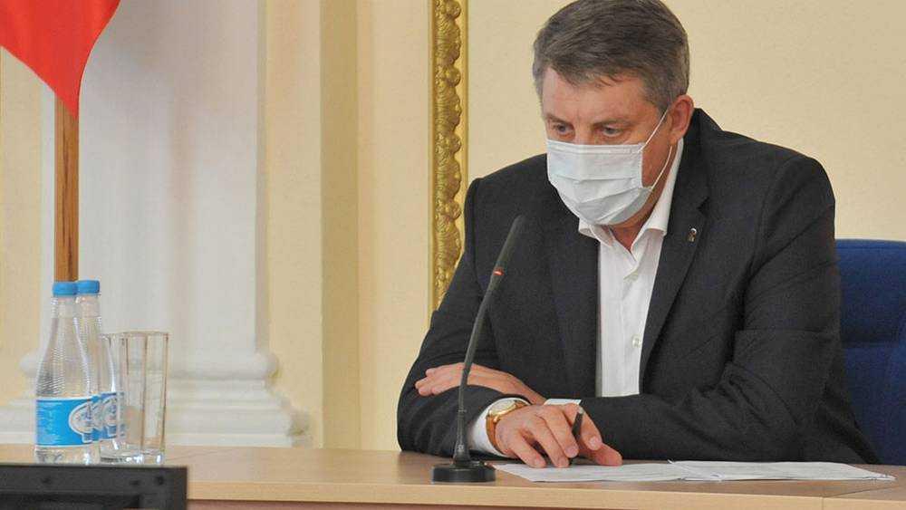 Брянский губернатор Богомаз сделал повторную прививку от коронавируса