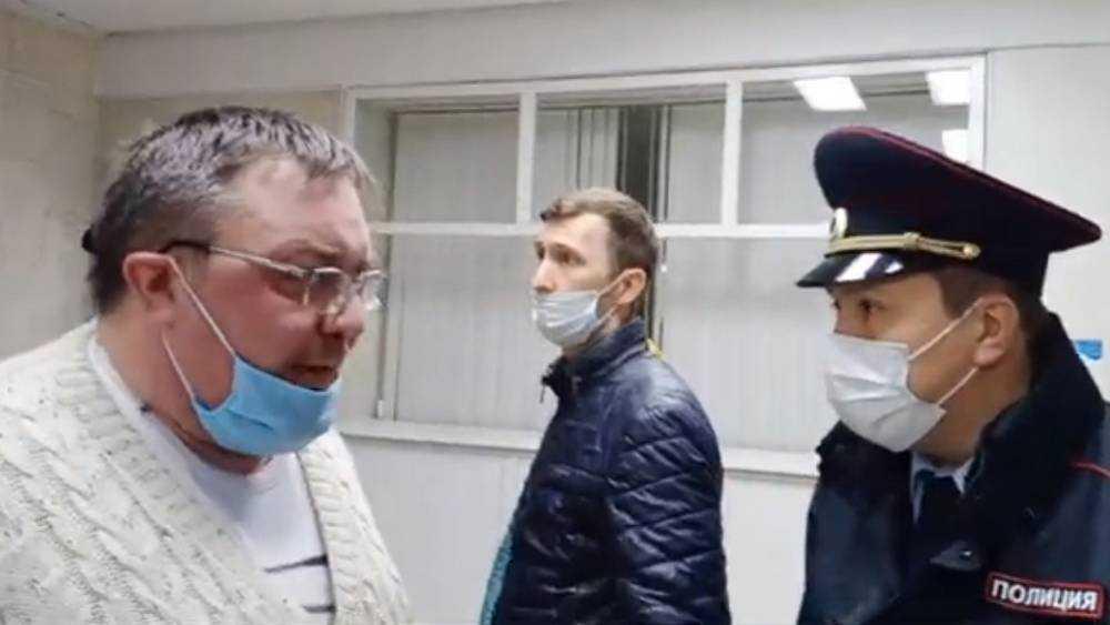 Обвиняемые с криками атаковали здание Брянского правительства
