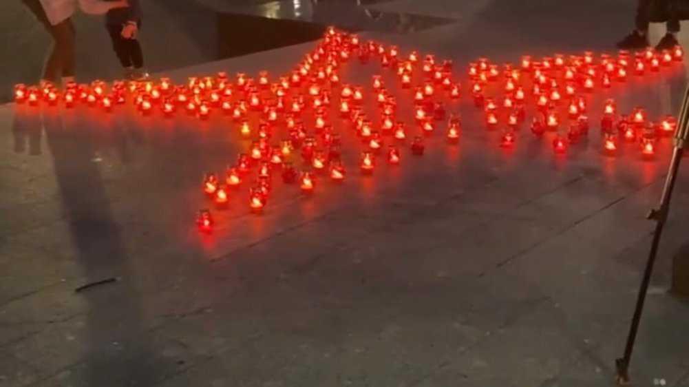 Брянцы на кургане Бессмертия зажгли свечи в память о жертвах войны