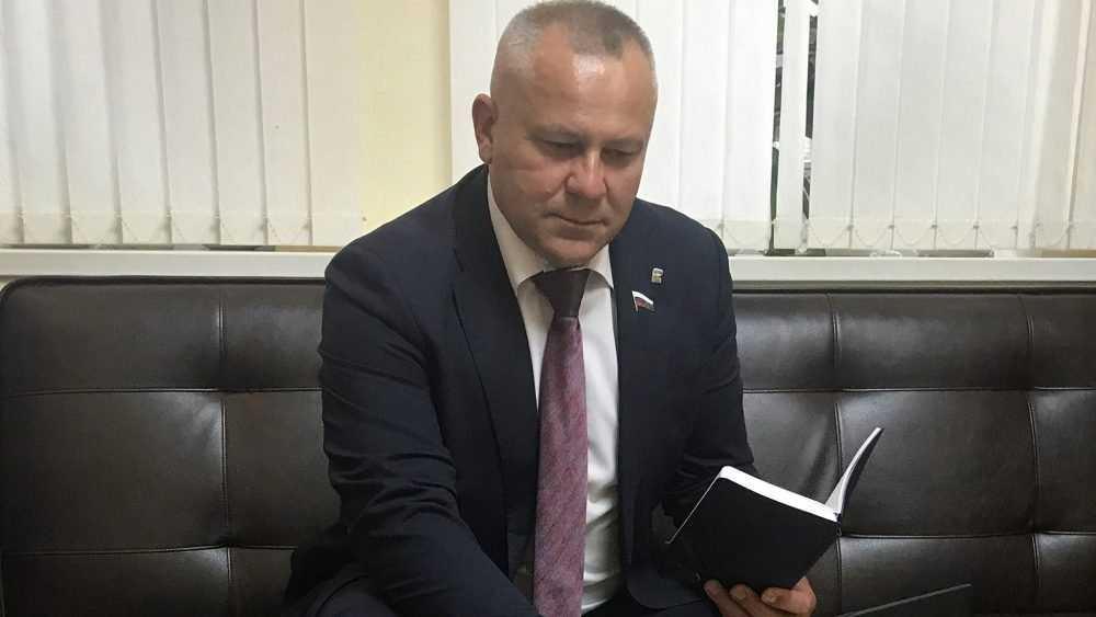 Валентин Суббот провёл дистанционный прием в День защиты детей