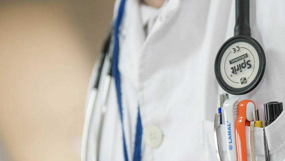 «Единая Россия» направляет полмиллиарда рублей на помощь медикам и жителям регионов