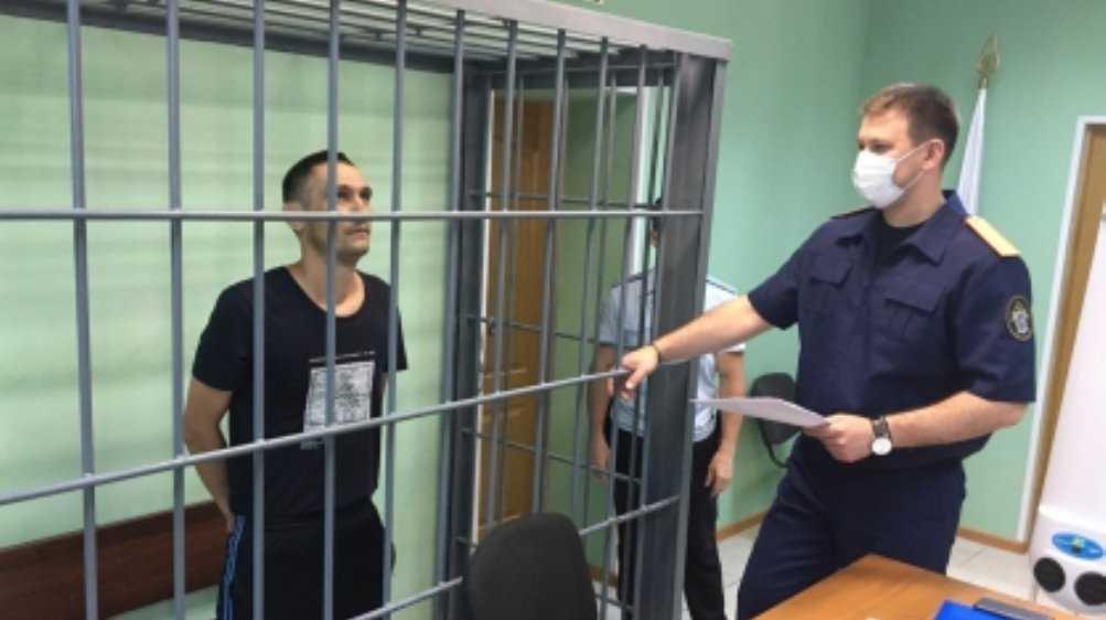 Жителя Брянского района арестовали за убийство гостя бутылкой и ножом