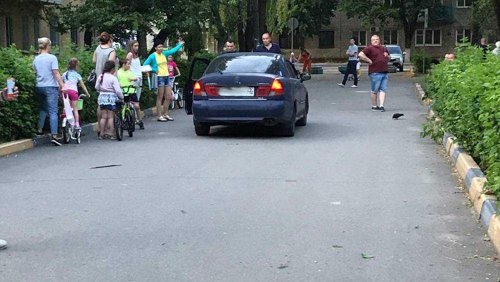 Брянцы проучили заехавшую в пешеходную зону нахальную автомобилистку