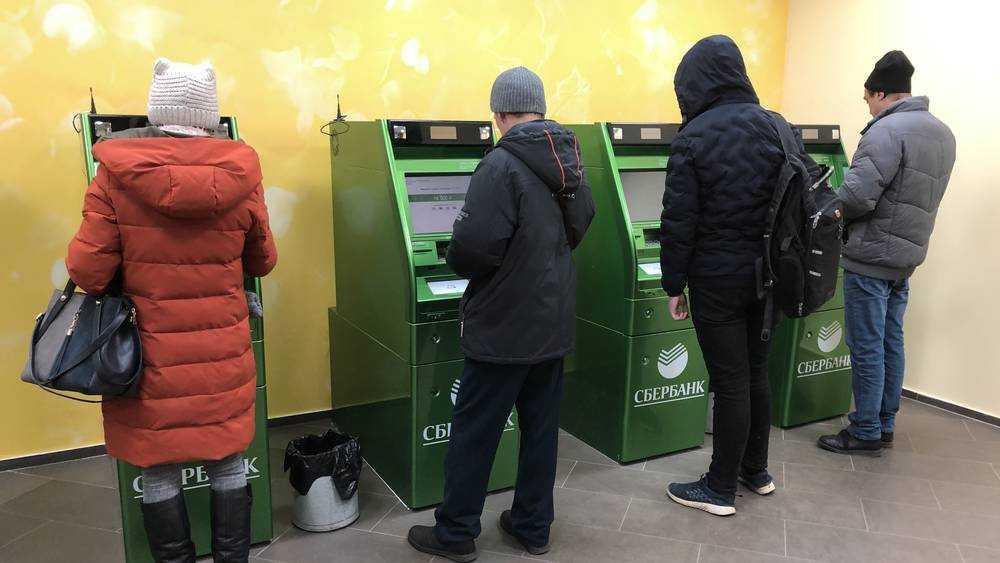 Брянцам рассказали об увеличении пособий и отмене банковского роуминга