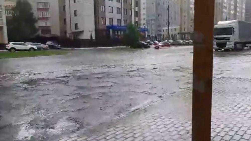 В Брянске сняли видео потопа на улице Бежицкой