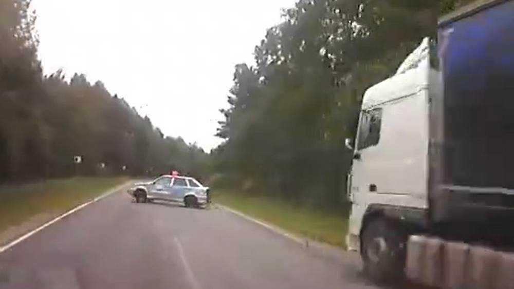 На брянской трассе сотрудники ДПС едва не устроили аварию