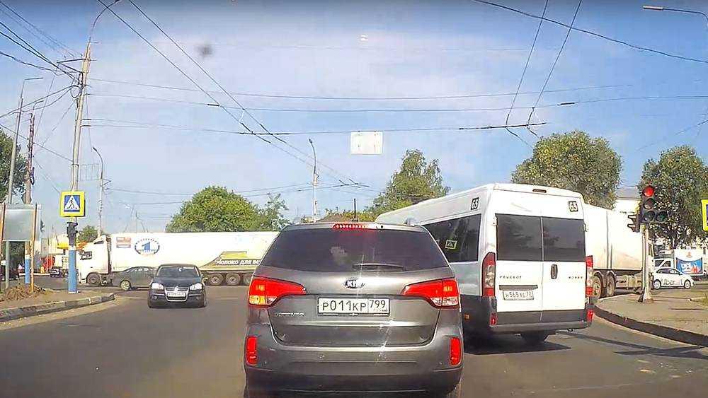 Брянского водителя вывели из себя нахрапистые таксисты
