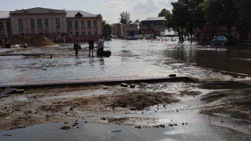 В Клинцах ливень затопил главные улицы города