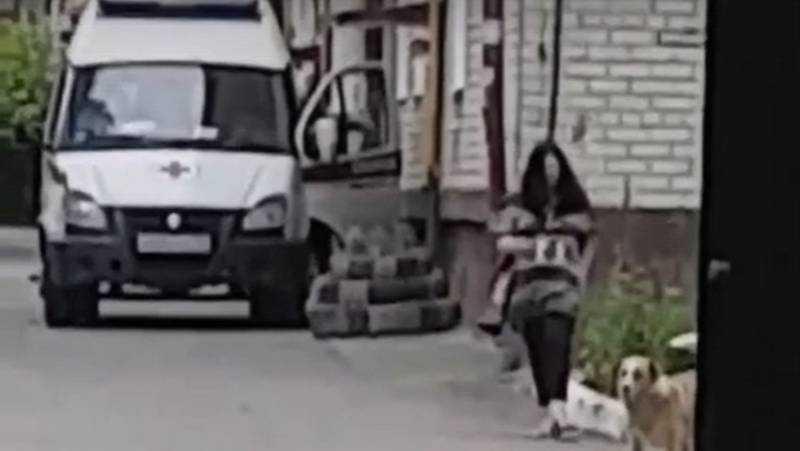В Брянске сняли видео о нападении пьяной женщины на скорую помощь