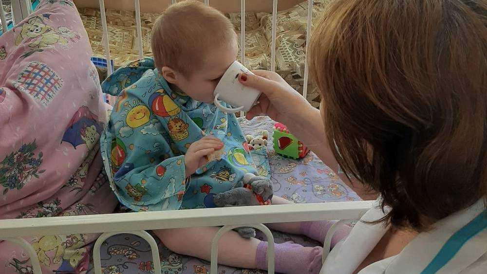 В Брянске возбудили дело против матери 7-летней истощенной девочки