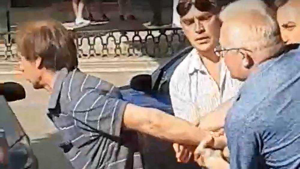 В Брянске задержали мужчин, напавших на полицейского
