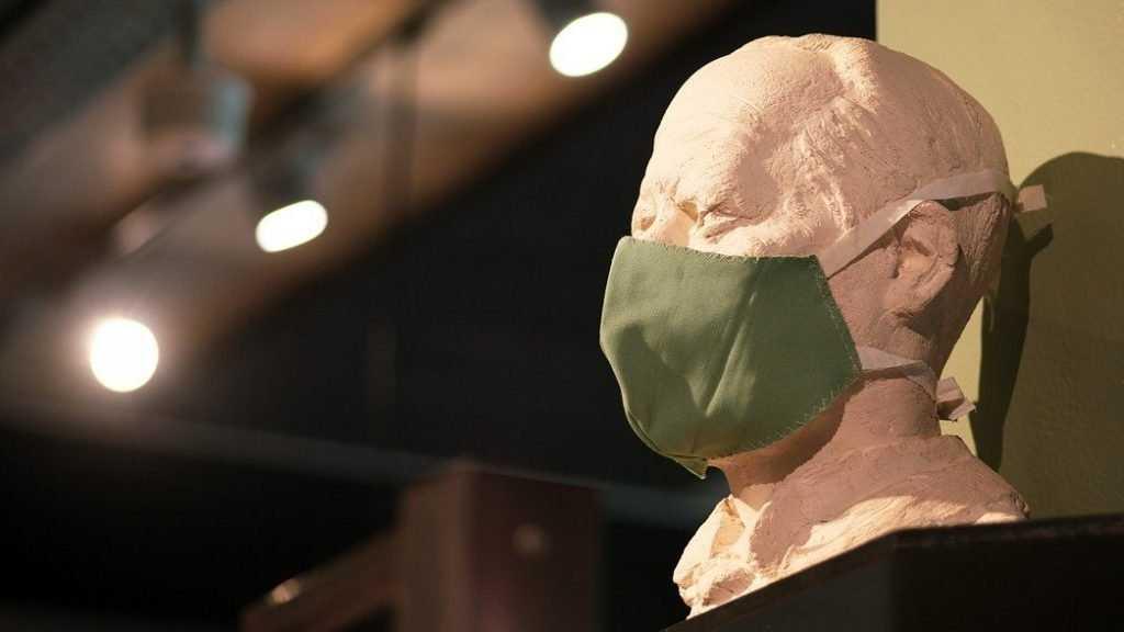 В Госдуме нашли способ заставить всех носить маски и перчатки