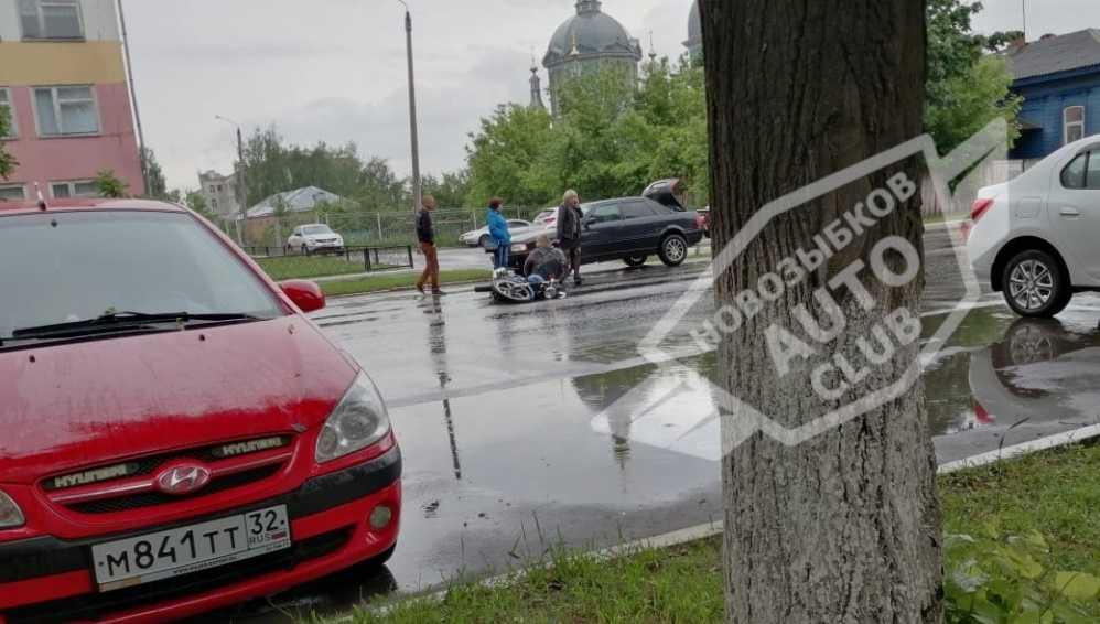 В Новозыбкове разбился облитый водой из лужи 46-летний мотоциклист
