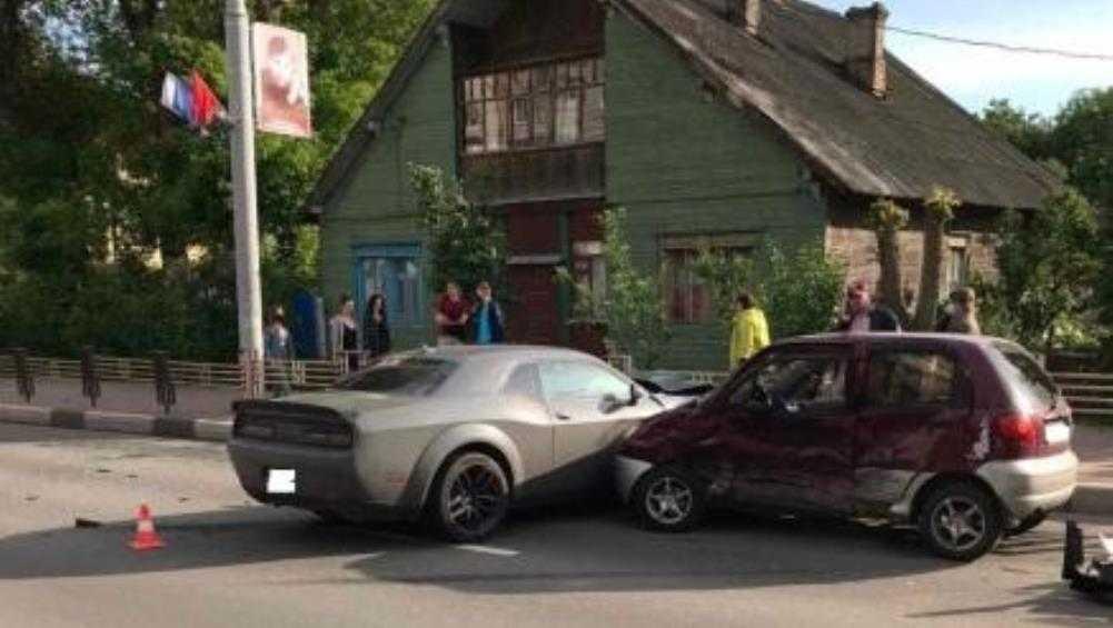В ДТП с Dodge на улице Дуки пострадала 35-летняя автомобилистка