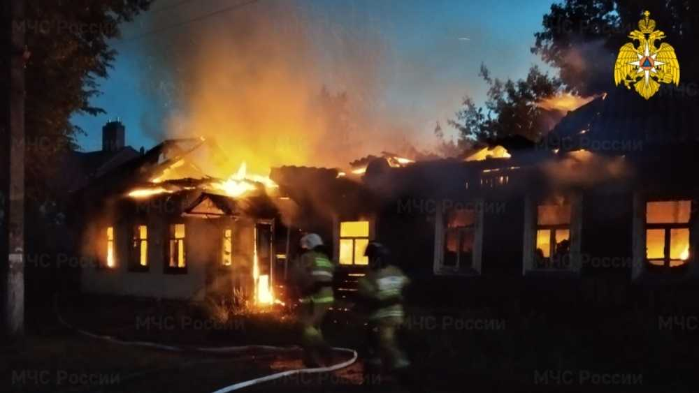 В Карачеве Брянской области ночью сгорел дом