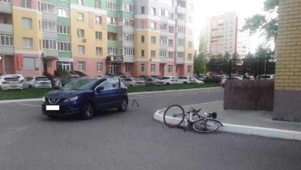 В Брянске автомобилистка во дворе многоэтажки сбила велосипедиста