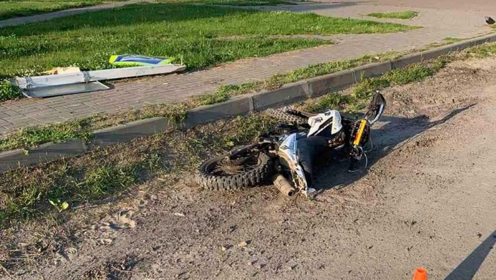 Под Брянском пьяный мотоциклист протаранил дорожный знак