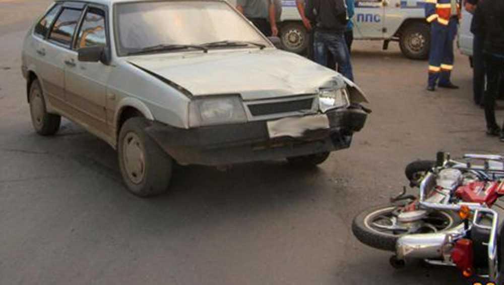 В Дятькове автомобилист на перекрестке сбил мотоциклиста