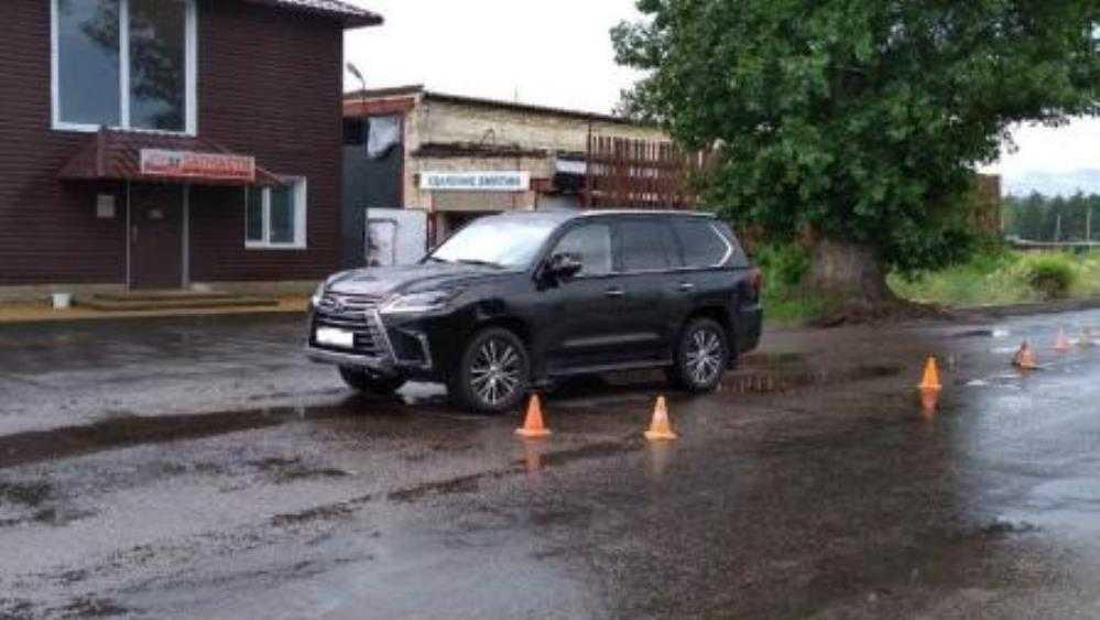 В Брянске на бульваре Щорса 60-летний велосипедист врезался в Lexus