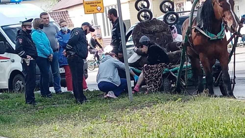 В Брянске цыганская повозка попала в ДТП