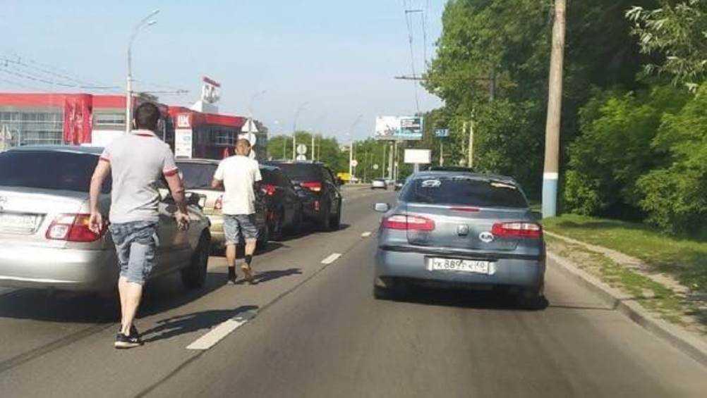 В Брянске на Московском проспекте столкнулись несколько легковушек