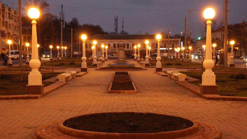 За столетие Брянск запутался в разнообразии фонарей