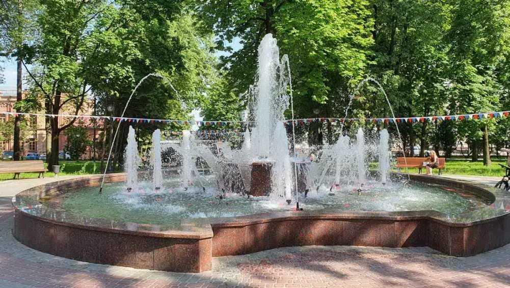 В парках и скверах Брянска начался сезон фонтанов