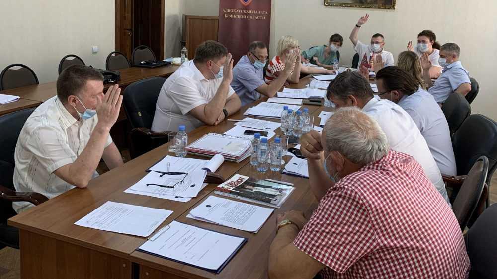 Брянских авдвокатов наказали за неявку в суд и неуплату членских взносов