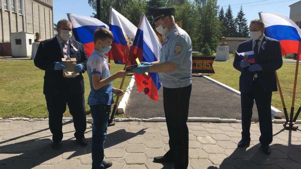 Юным жителям Брасовского района в День России вручили паспорта