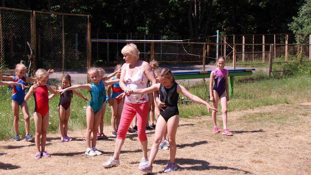Каникулы на шпагате: единицы брянских детей решились на каторжный труд