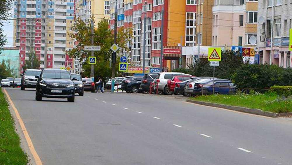 В Брянске на улице Костычева включили светофор