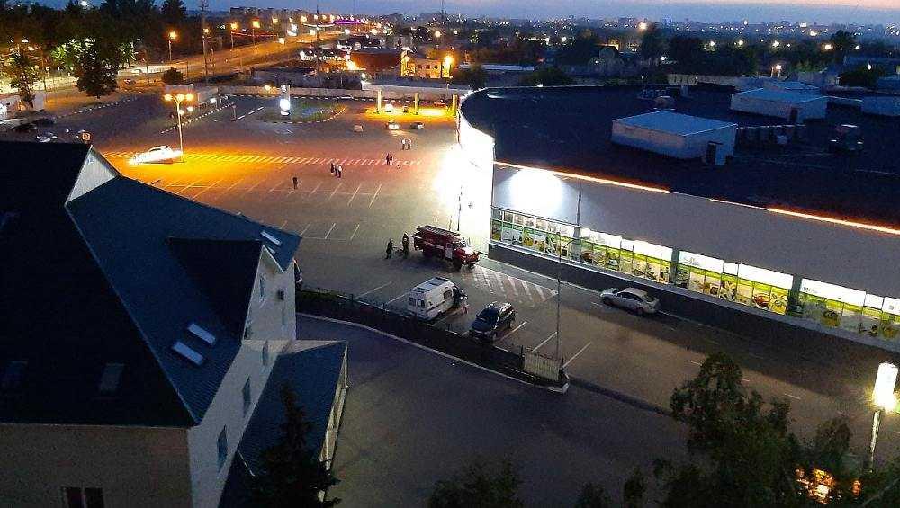 В Брянске из-за угрозы взрыва оцепили ТЦ «Европа» и школу