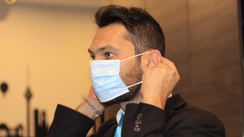 Вирусологи назвали срок отмены масочного режима