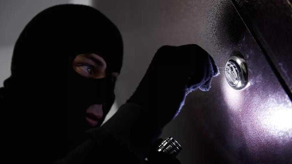В Погаре осудили двух участников ночного налета на ювелирный магазин