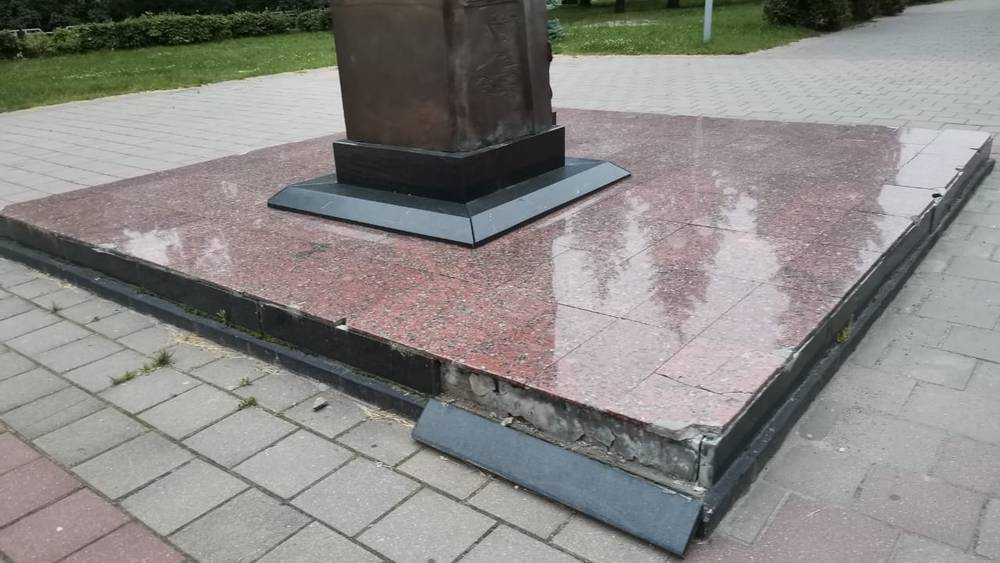 Жители Брянска попросили восстановить обветшавший памятник