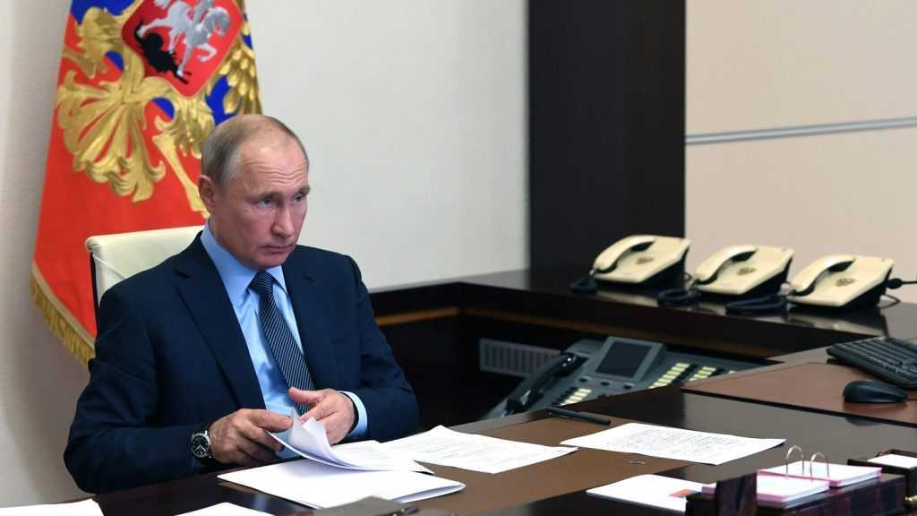 Путин наградил брянского электромеханика медалью