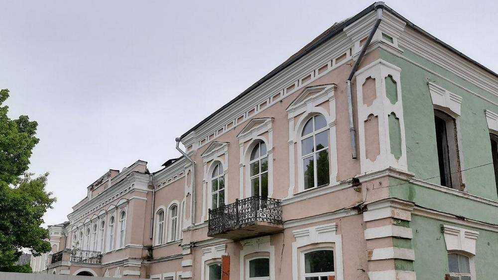 Клинцовских чиновников обвинили в незаконном ремонта старого здания