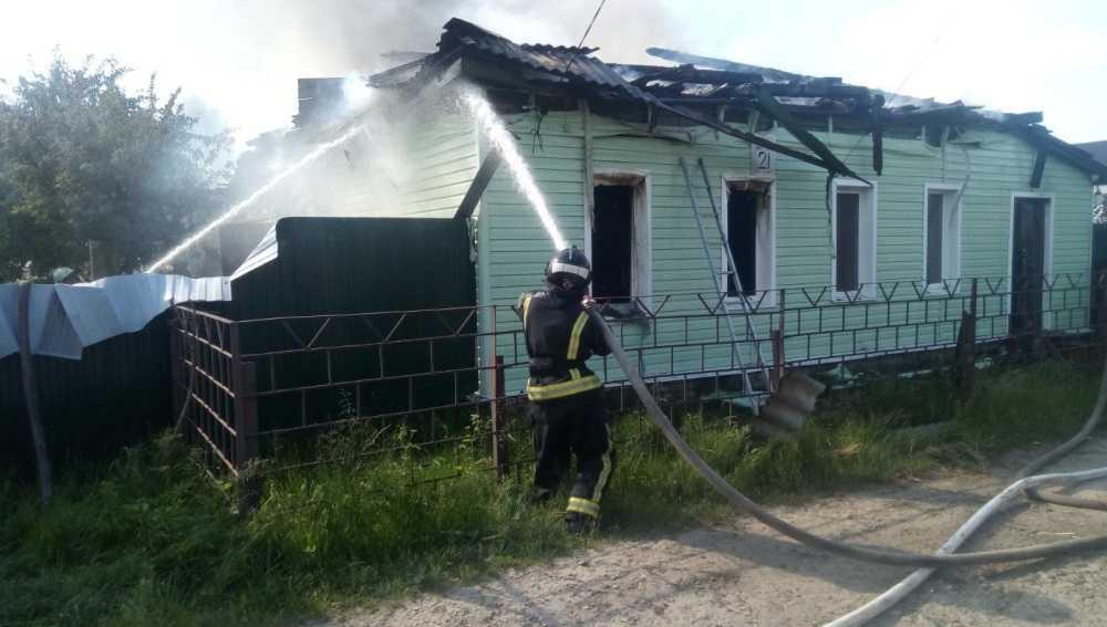В Брянске сгорел дом на улице Виноградова