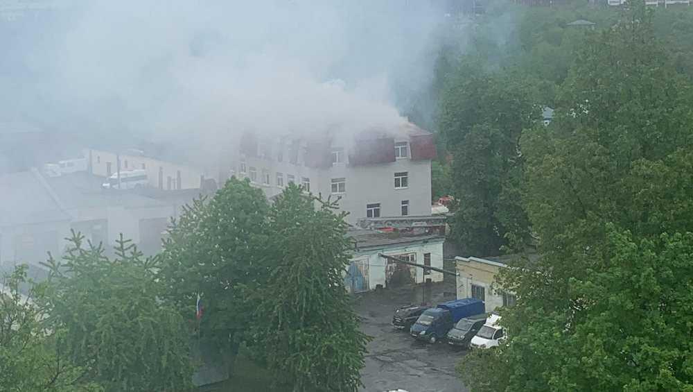 В Брянске загорелось офисное здание на улице Советской